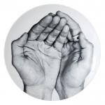 プリュンヌ・ヌーリーとJRの手の平の写真がデザインさてれいます。